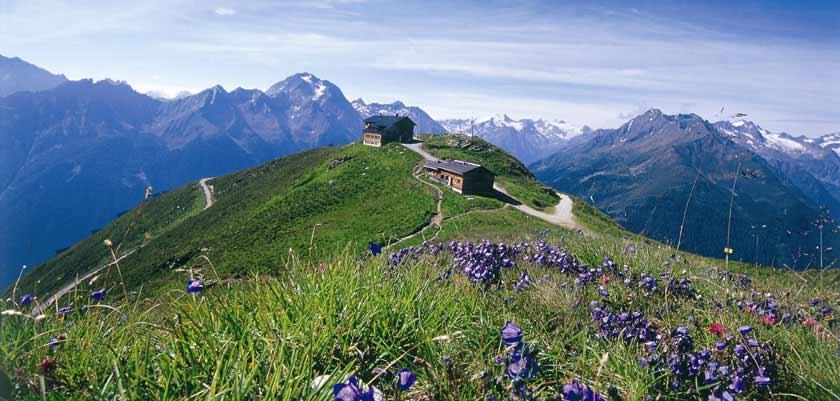 Austria_Austrian-Tyrol_Neustift_Summit-view-hut.jpg